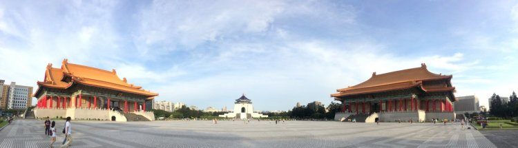 Góc nhìn panorama từ cổng chính