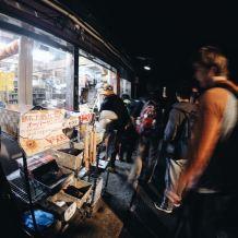 Trạm bán đồ trên núi